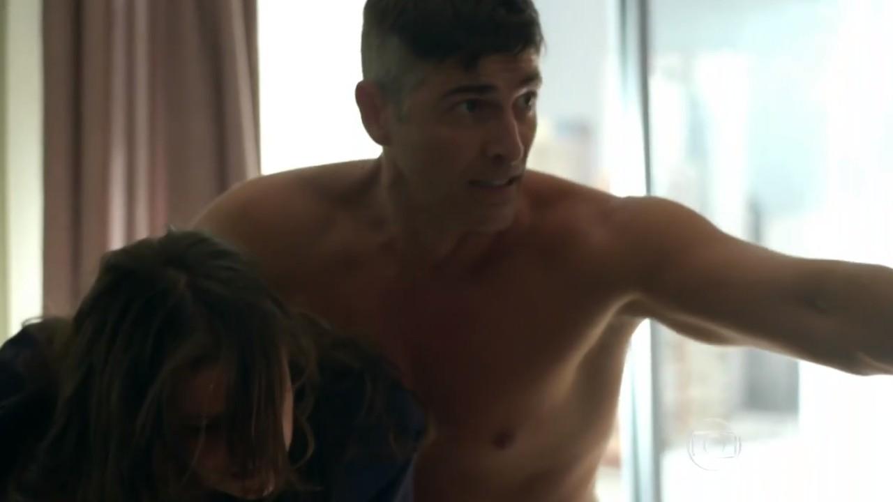 Verdades Secretas: Fanny flagra Anthony na cama com outra e fica arrasada
