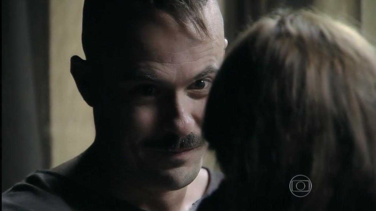 Império: Após terrível fim de Carmem, Salvador vira o jogo e faz pedido para Helena