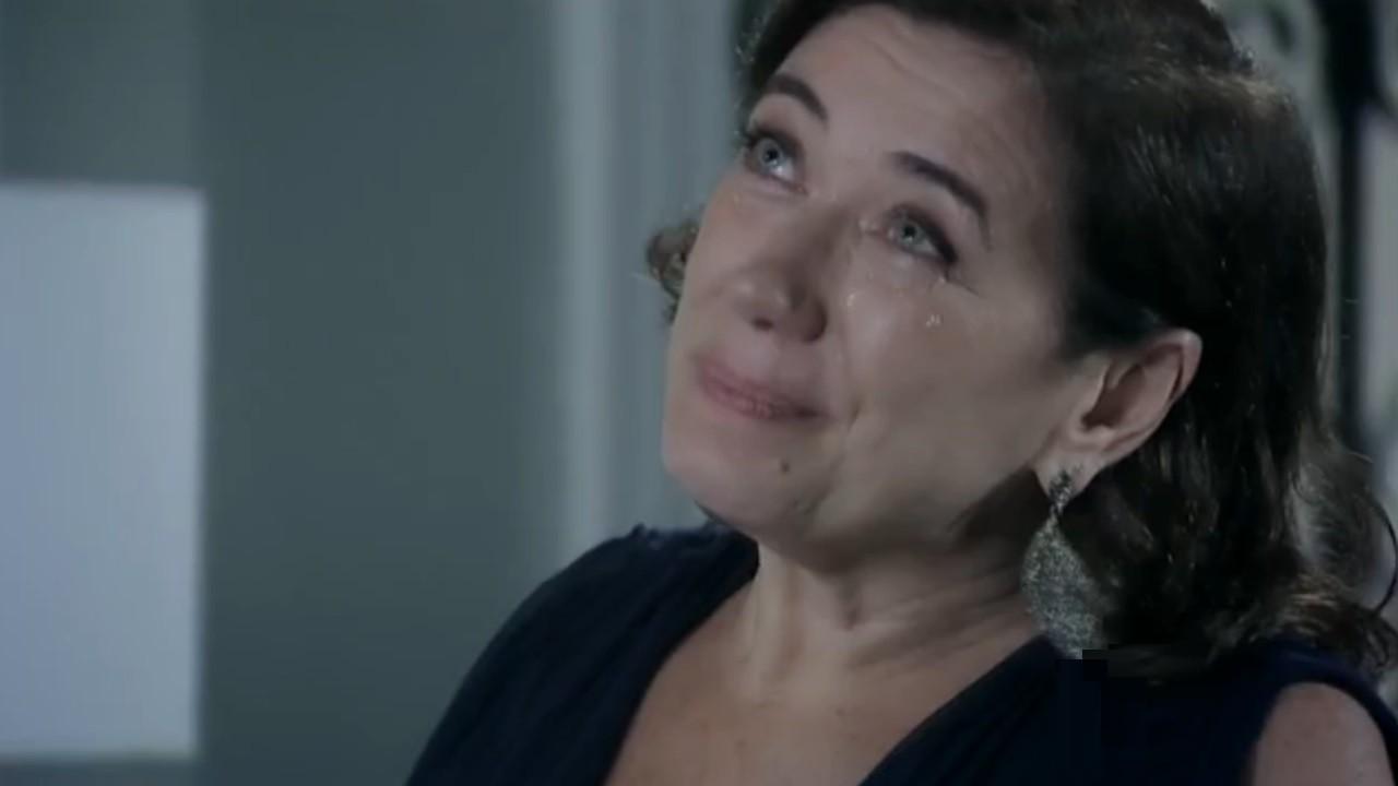Império: Maria Marta se declara e ganha beijaço de José Alfredo
