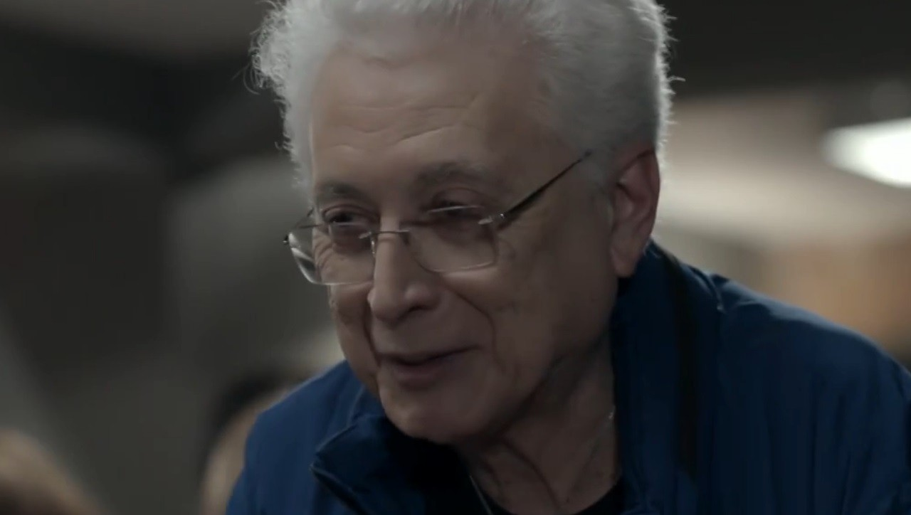 Império: Téo Pereira recebe presença ilustre em lançamento de livro no último capítulo