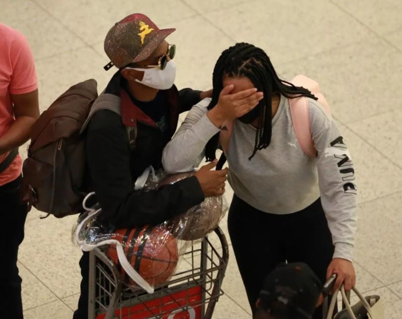 Lucas Penteado é flagrado chorando ao lado da ex-noiva após suposta traição