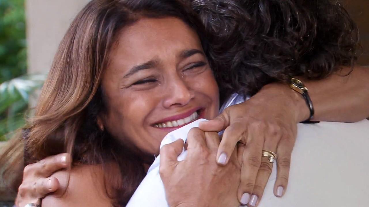 Ti Ti Ti: Jacques pede perdão por abandonar Marta e a filha
