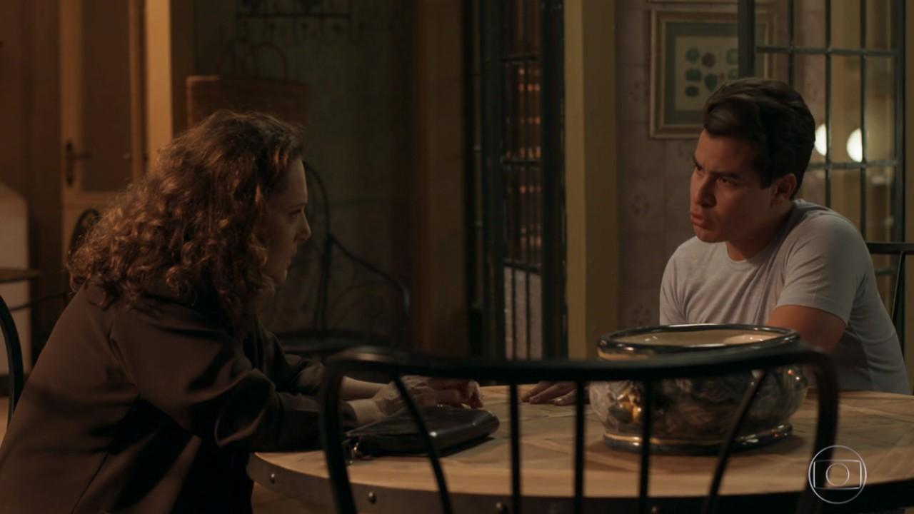 Pega Pega: Júlio se revolta ao descobrir relacionamento de Pedrinho e Arlete