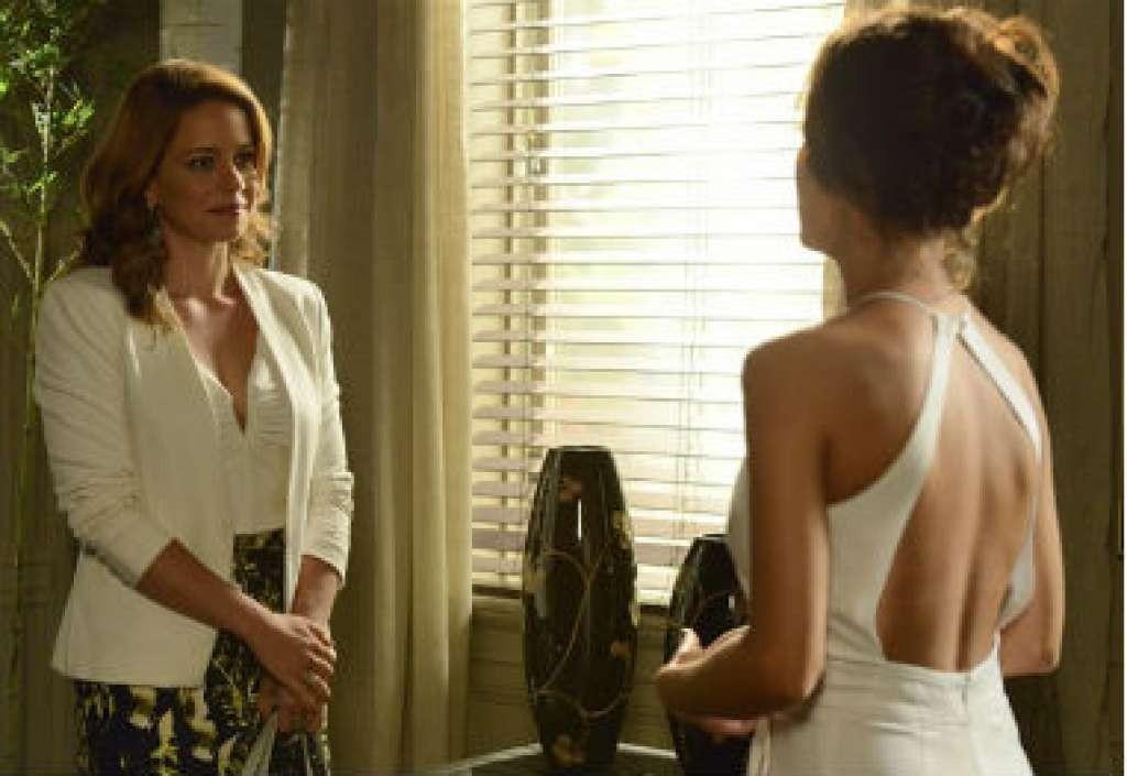 Império: Clara faz convite de casamento e Cris fica muda ao lembrar do ex