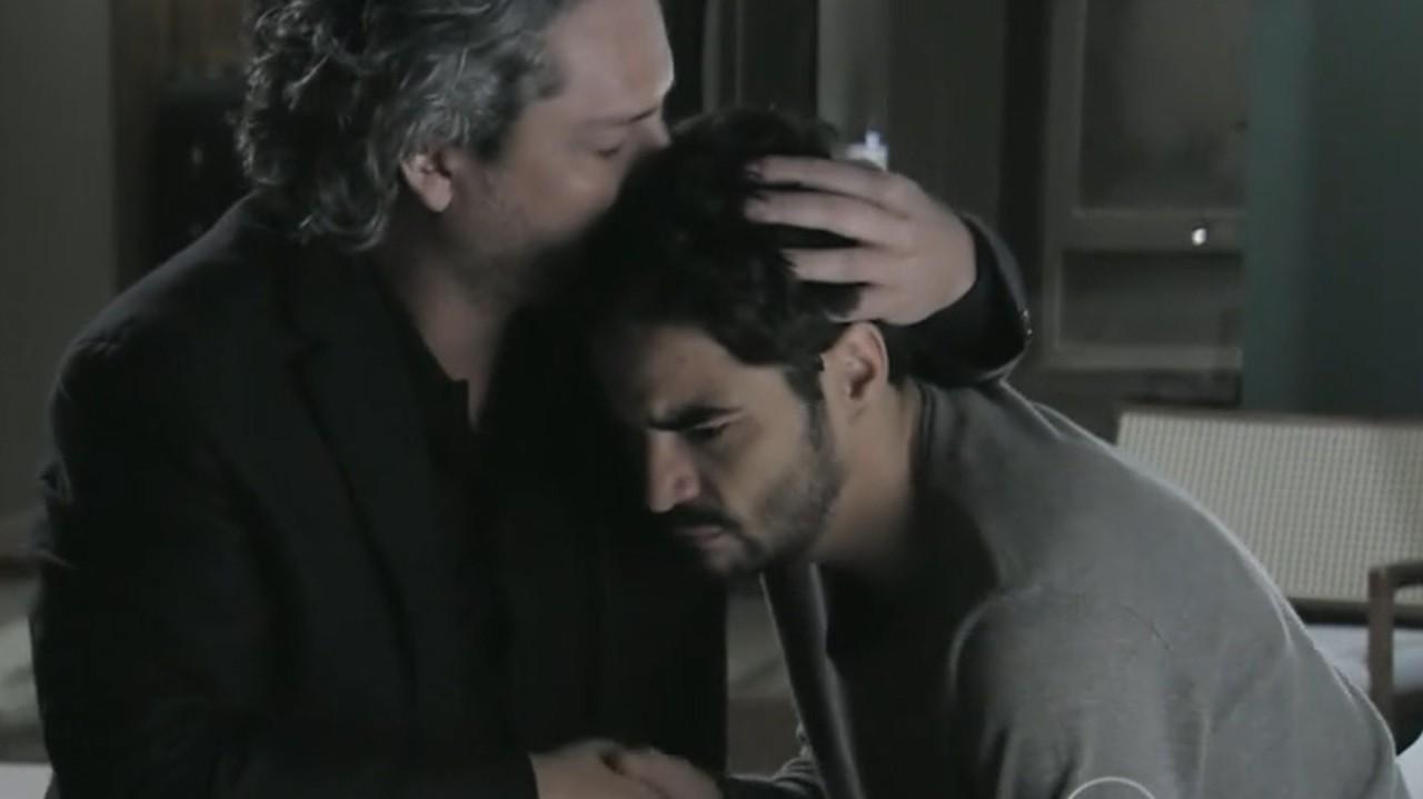 Império: Jose Pedro é trancado em sauna, grita e vê a morte de perto