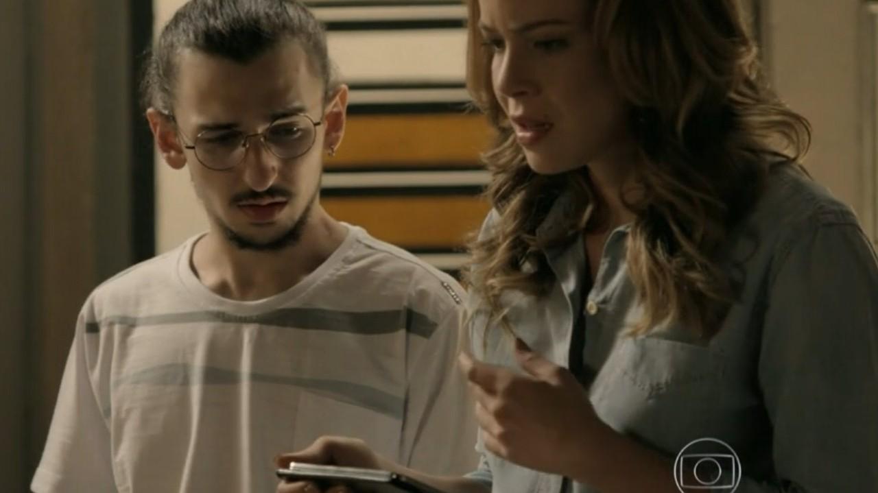 Império: Cristina encontra vídeo secreto de Cora e tem dura realidade