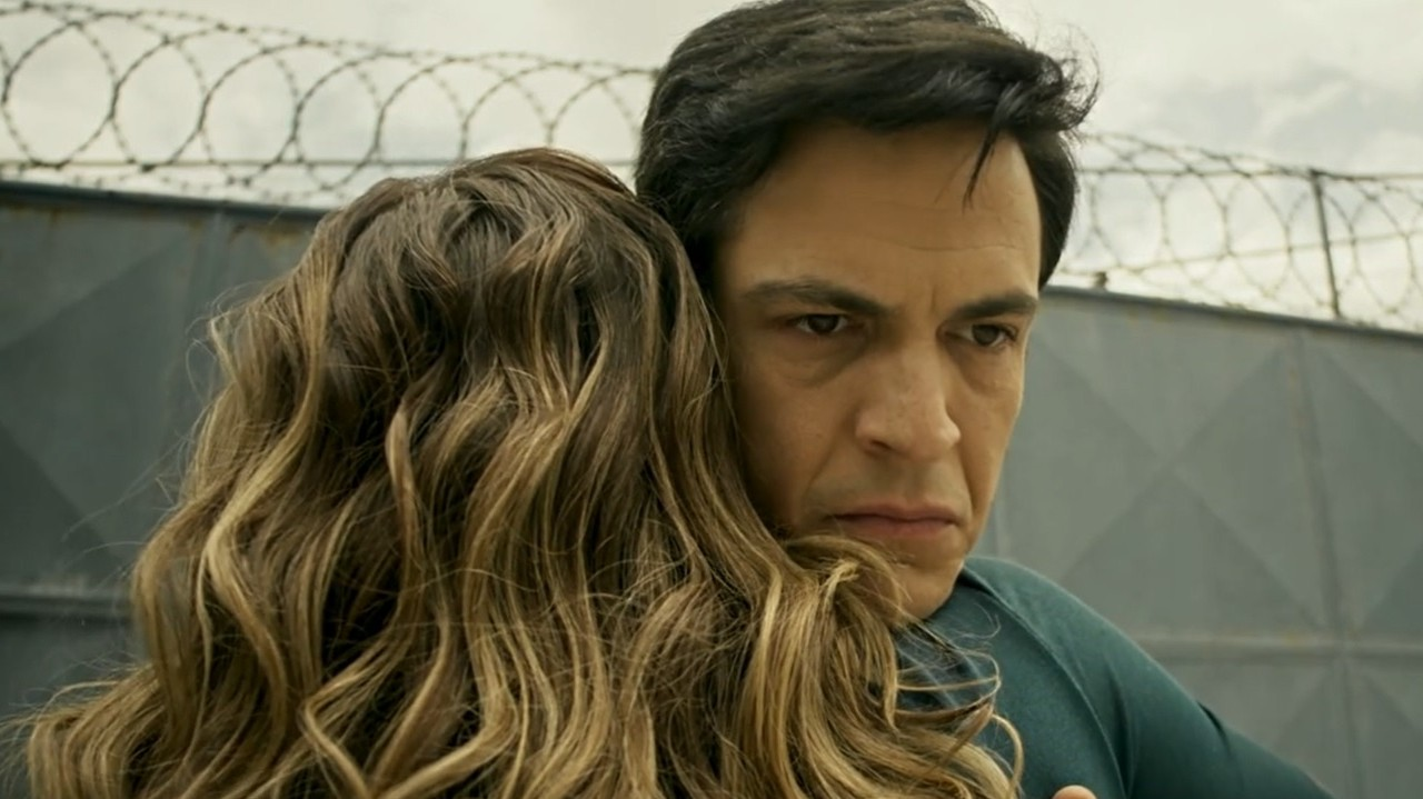 Pega Pega: Maria Pia busca Eric na prisão e faz proposta