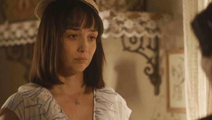 Clotilde com cara de choro em cena de Éramos Seis