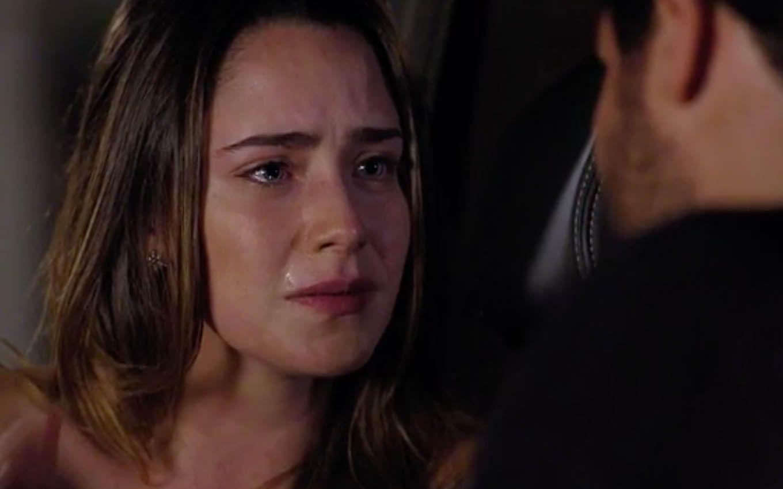 Ana chorando no carro com Lúcio