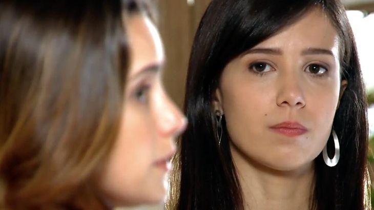 A Vida da Gente: Manu esfrega na cara da irmã sua cumplicidade com Júlia