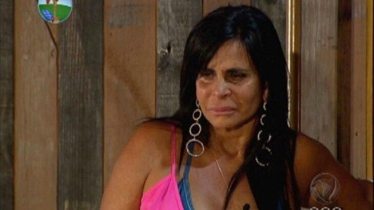 Gretchen chorando, logo após pedir para sair de A Fazenda 5