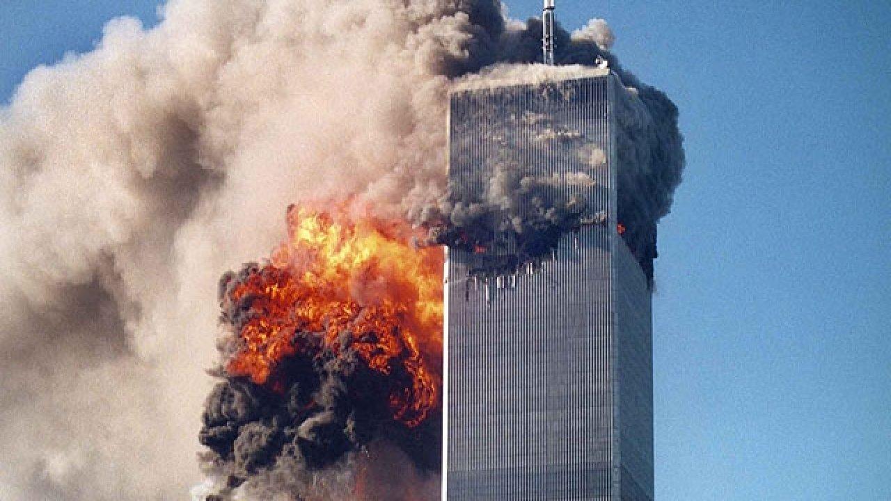 Avião se chocando contra o World Trade Center