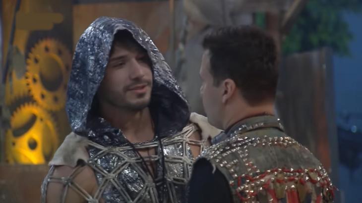 """Lucas revela interesse por Hariany em """"A Fazenda 11"""""""