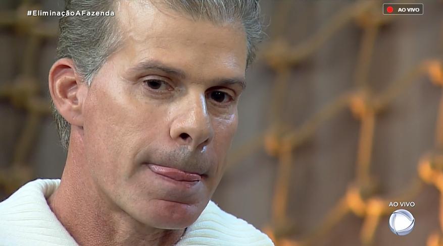 Túlio Maravilha perdeu para Thayse Teixeira e deixou o reality show A Fazenda 11