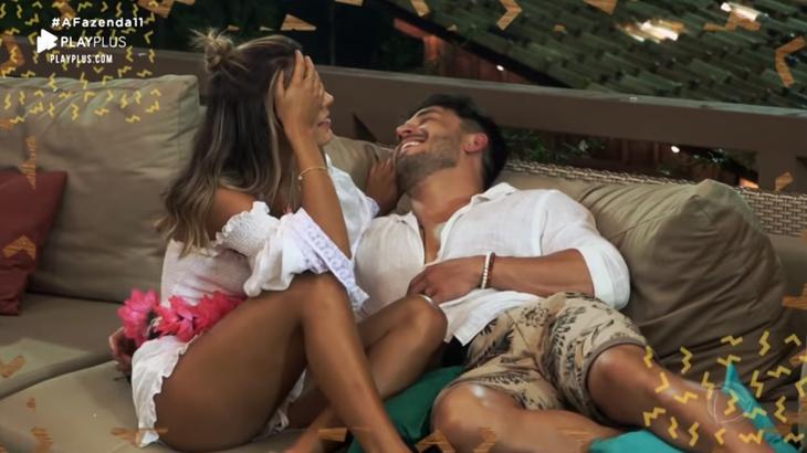 Hariany Almeida e Lucas Viana trocam carícias durante o reality show A Fazenda 11, da Record