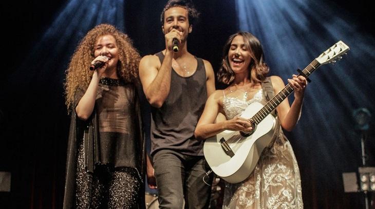 Anavitoria e Tiago Iorc durante show