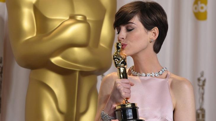 Anne Hathaway pode viver a Barbie no cinema
