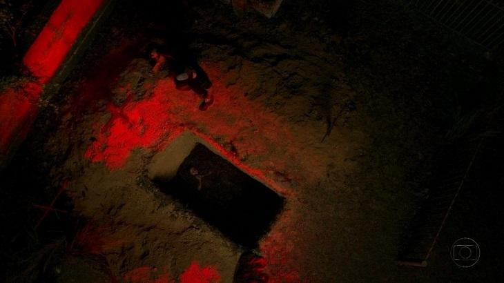Nina enterrada viva em cena de Avenida Brasil