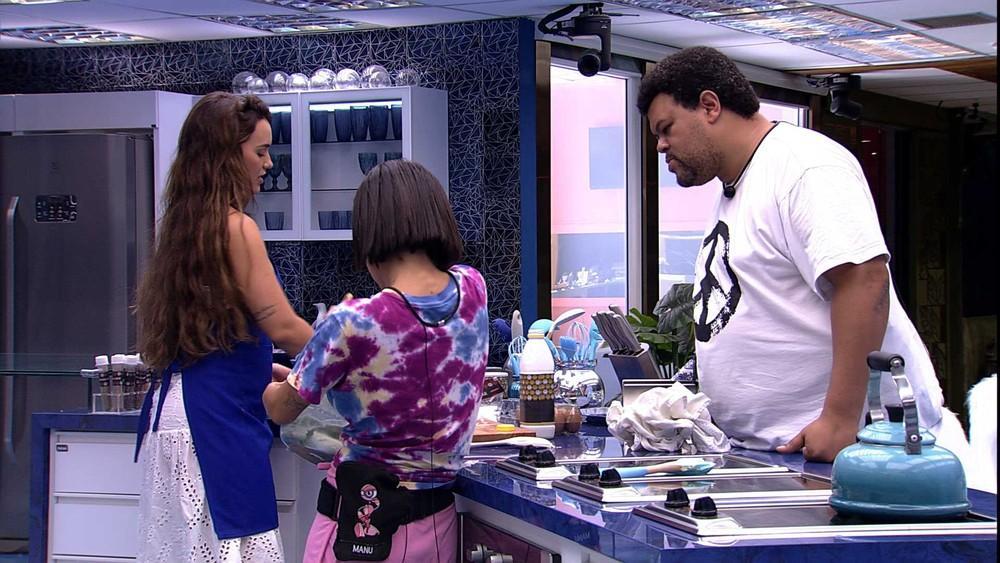 Babu, Manu e Rafa na cozinha do BBB20