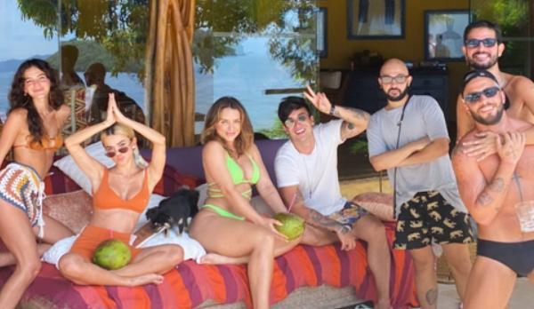 Bruna Marquezine e amigos