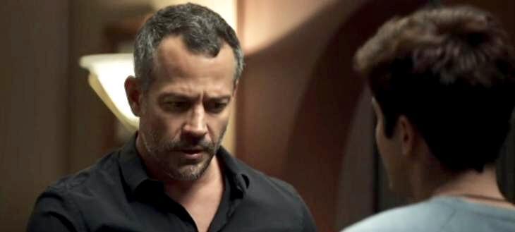 """""""A Dona do Pedaço"""": Leandro recusa ir para cama com Agno e revela seu segredo a Chiclete"""