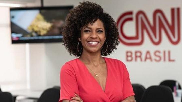 Luciana Barreto posa para foto na CNN Brasil