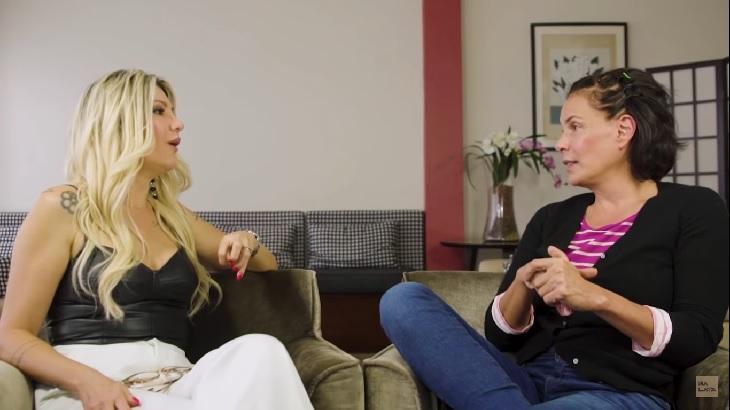 Antônia Fontenelle entrevistando Carolina Ferraz