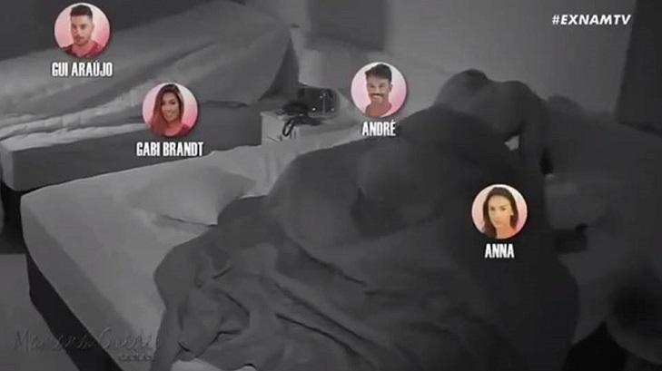 De sexo na banheira a surubão: cinco cenas quentes do De Férias com o Ex