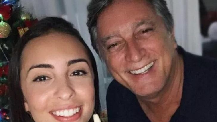 Mariana Galvão posa para foto com o pai Eduardo Galvão
