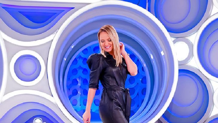 Eliana no palco do programa do SBT
