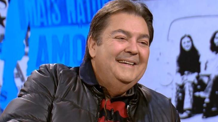 Fausto Silva sorrindo