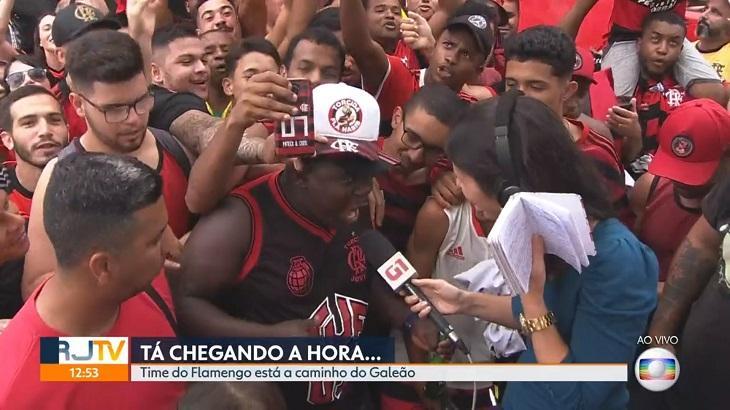 Repórter da Globo no meio da torcida do Flamengo