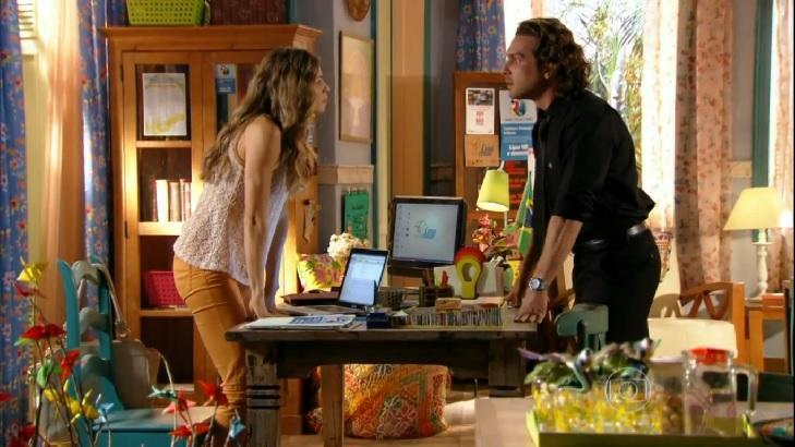 Cena de Flor do Caribe com Ester frente a frente com Alberto