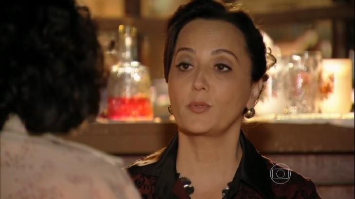 Cena de Flor do Caribe com Guiomar conversando com Maria Adília