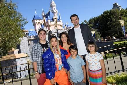 Gabby Duran: Babá de Aliens: Cinco motivos para assistir a nova série da Disney