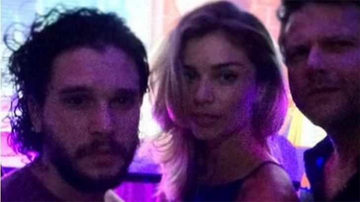 """De mortes, brigas e doenças a beijo em Grazi Massafera: 5 bastidores de \""""Game of Thrones\"""""""