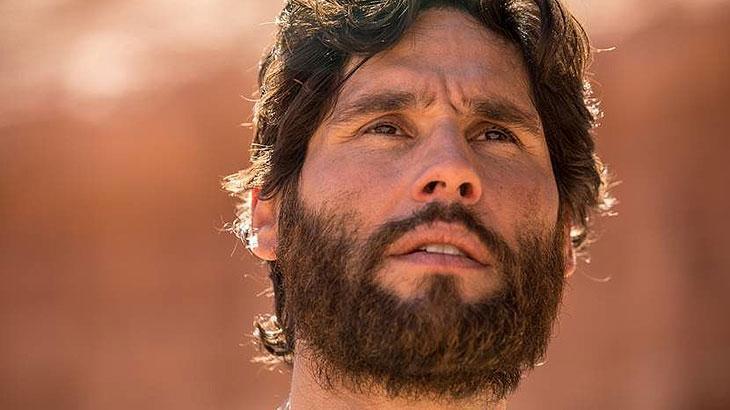 """Dudu Azevedo caracterizado como """"Jesus""""."""