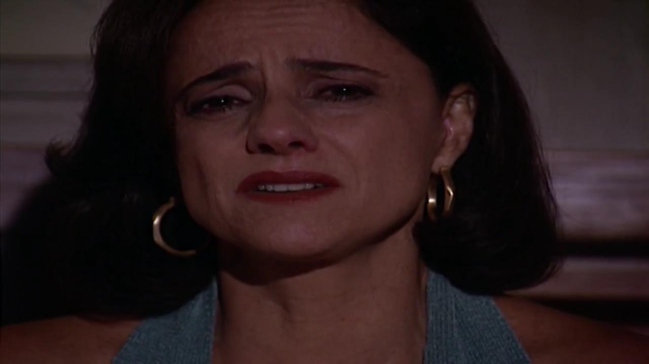 Cena de Laços de Família com Alma chorando
