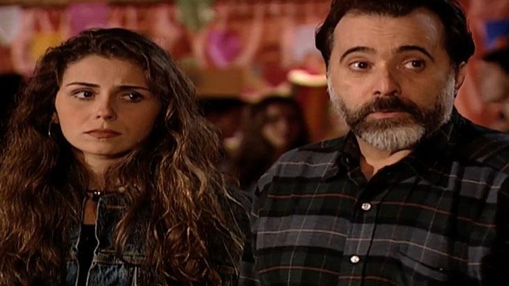 Cena de Laços de Família com Capitu apavorada e Miguel ao seu lado