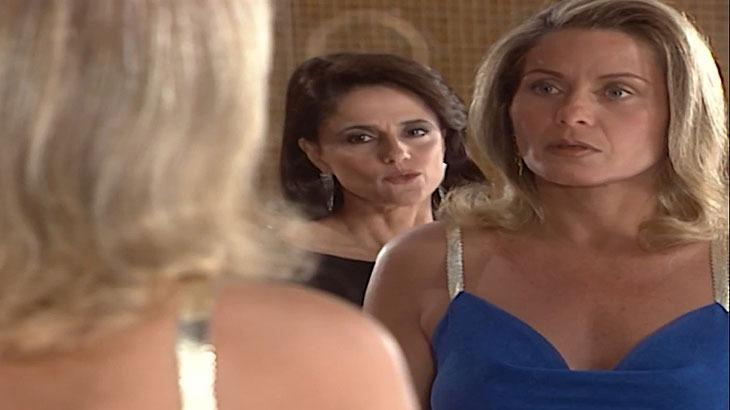 """Laços de Família: Helena e Alma relembram briga e selam paz: \""""Nem temos mais desavenças\"""""""