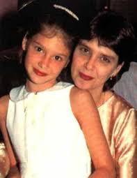 Conheça a filha de Lídia Brondi que mora nos EUA e se esconde da fama