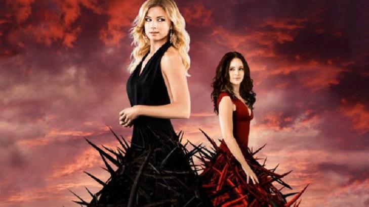 Cartaz de divulgação de Revenge com Emily e Victoria