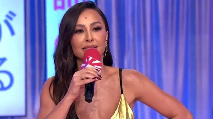 Sabrina Sato apresentando o Domingo Show
