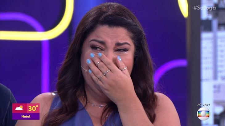 Fabiana Karla chorando no palco do Se Joga