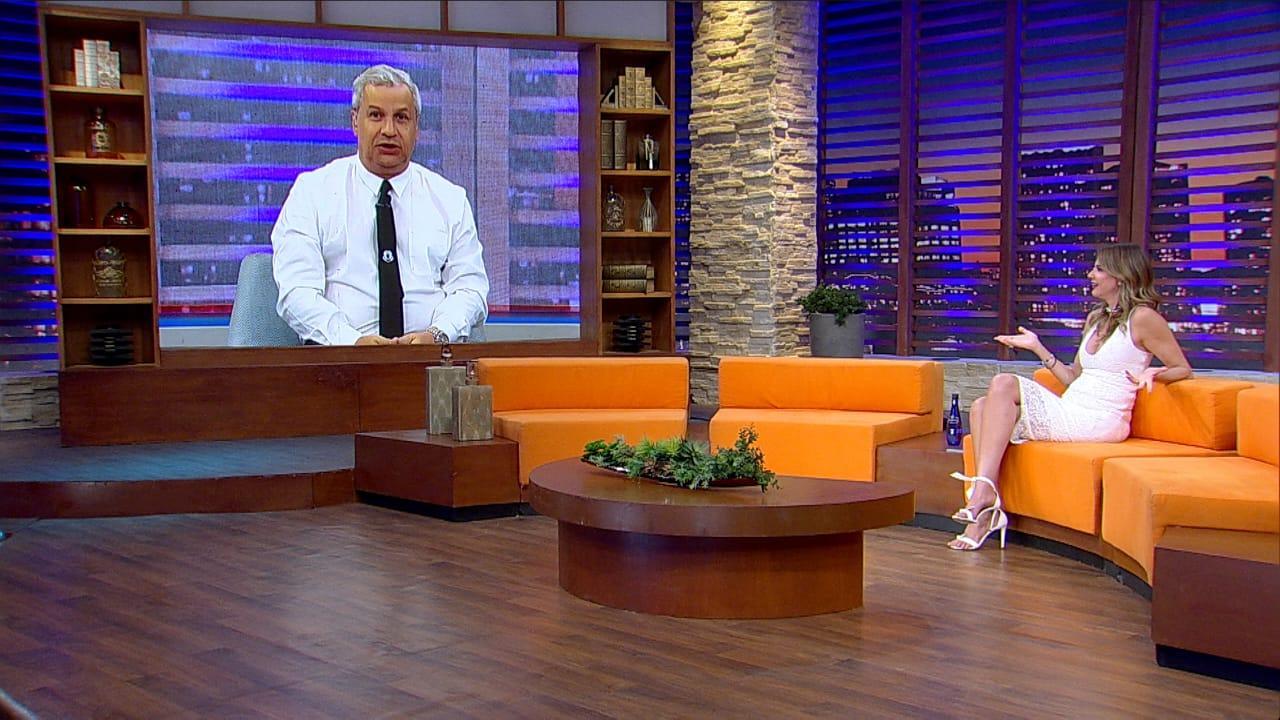 No telão, Sikêra Jr conversa com Luciana Gimenez