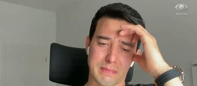 """Thiago Salvático chora ao falar de Gugu: \""""Penso nele todo dia\"""""""