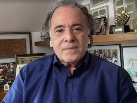 Tony Ramos defende Téo, se derrete por Bruna Marquezine e revela se vai tomar vacina