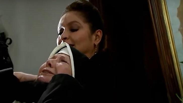 Cena de Triunfo do Amor com Bernarda matando a madre