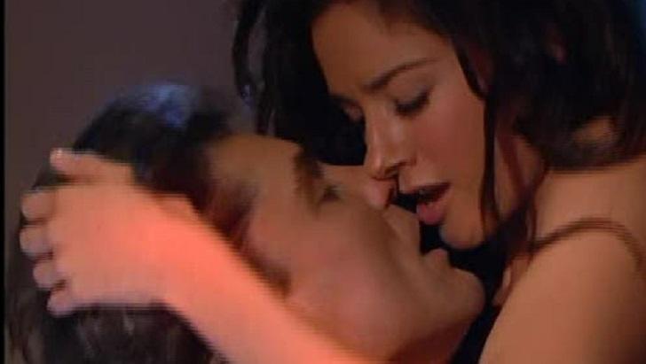 Cena de Triunfo do Amor com Linda e Osvaldo se beijando