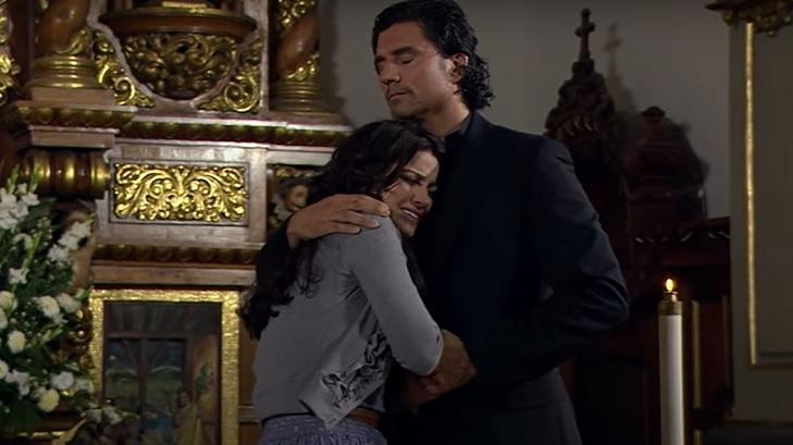 Cena de Triunfo do Amor com Maria abraçando João Paulo
